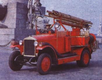 Пожарный АМО-Ф-15, сохранившийся до наших дней в Санкт-Петербурге.