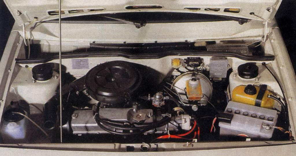 ВАЗ-21099 под капотом