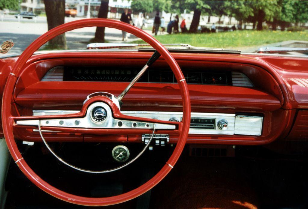 Chevrolet Impala: приборная панель