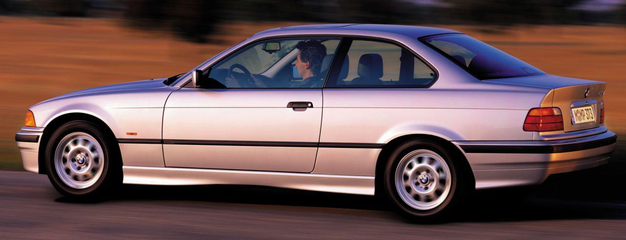 """Строго говоря, BMW 3 Coupe — двухдверный седан, но динамические возможности этой машины ставят ее в один ряд с самыми быстрыми автомобильными """"спринтерами""""."""