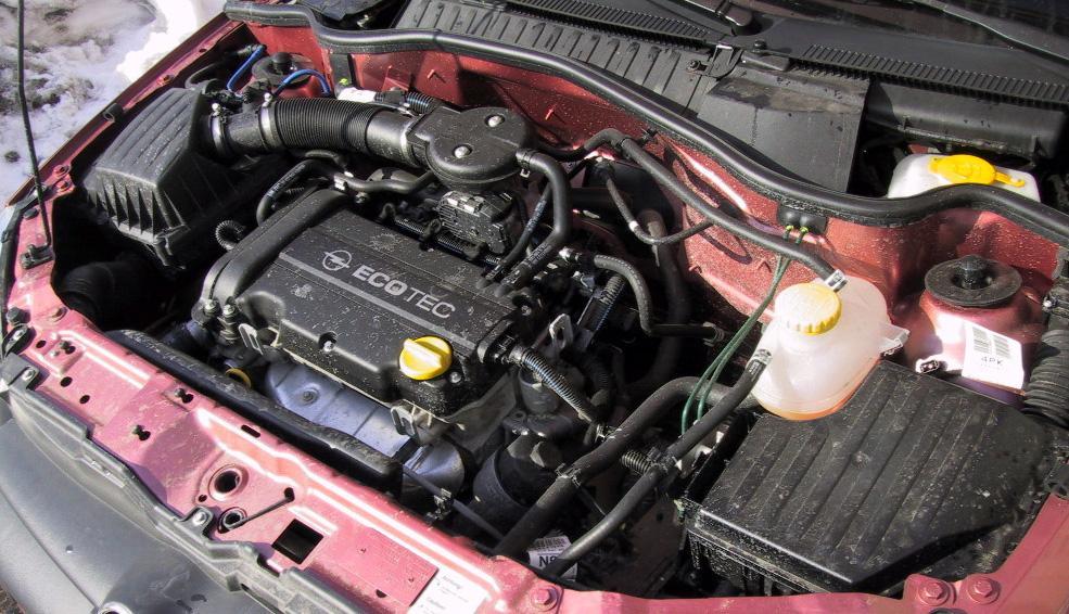 """Всего 1,2 литра, но  Opel Corsa  носится как ужаленный. Разгон с места до """"сотни"""" у Corsa занимает 14 секунд"""