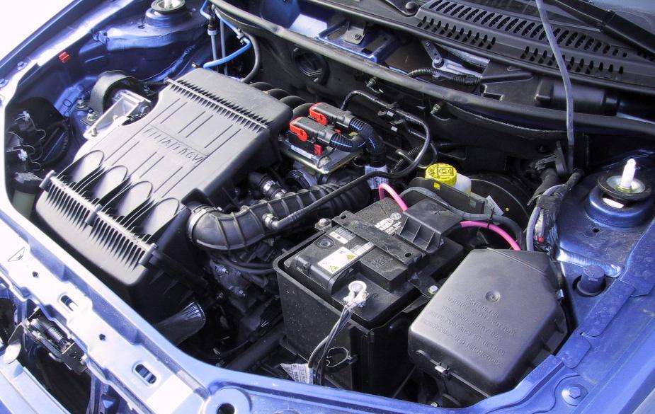 """Fiat Punto: Всего 1,2 литра, но  Fiat Punto  носится как ужаленный.  Разгон с места до """"сотни"""" у Punto Variator — 12,3 секунды."""